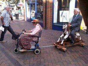 немощные старики