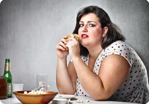 толстушка жрет